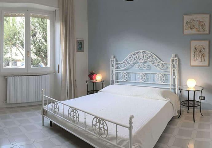 Uno sguardo all'interno della camera Lavanti al Bonu Bentu Suites Cagliari Sardegna